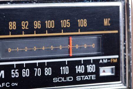 Close-up van het station marker van een oude radio Stockfoto - 11397217