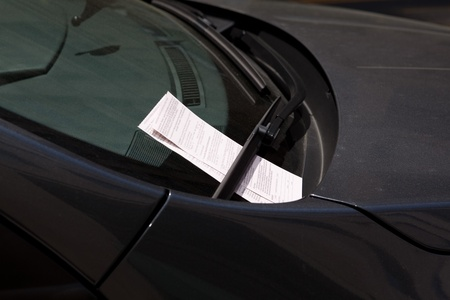 and authority: Parabrisas de coches con dos multas de estacionamiento de la autoridad de Washington DC de estacionamiento. Foto de archivo