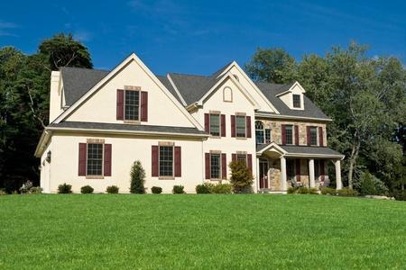 Nieuwe koloniale stijl Single Family House Suburban Philadelphia Redactioneel