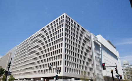 Bank Światowy: Siedziba South Side w Banku Åšwiatowym w Waszyngtonie, USA. Bardzo nowoczesny budynek, to miejsce czÄ™stych anty-globalizacyjnych protestów. Publikacyjne