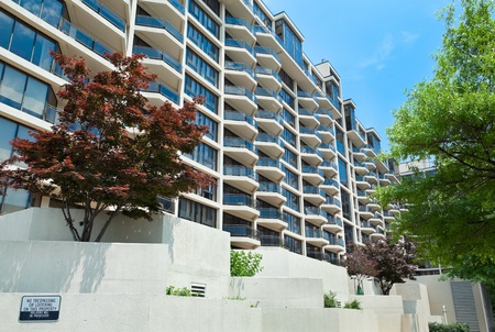 apartment: Horizontal modern apartment building in  Rosslyn, Virginia Editorial