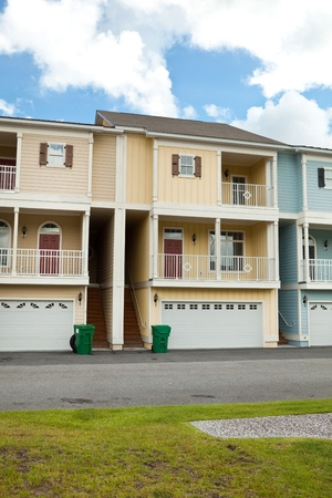 row houses: Nuove case a schiera case a schiera con garage e portico in South Carolina