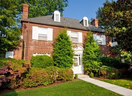 casa colonial: rgian estilo colonial de ladrillo Vivienda unifamiliar en Washington DC Editorial