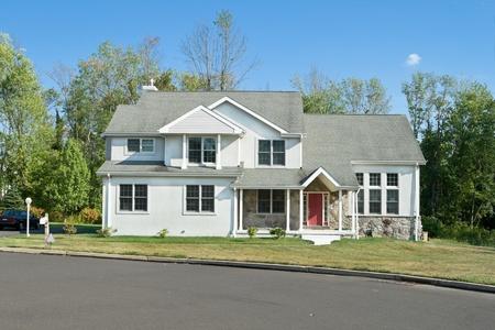 Nieuwe eengezinswoning in een buitenwijk van Phialdelphia, Pennsylvania, PA