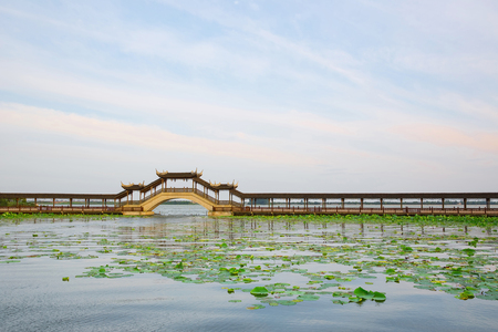 The skyline of the empty lake and ancient buildings in Suzhou China 版權商用圖片