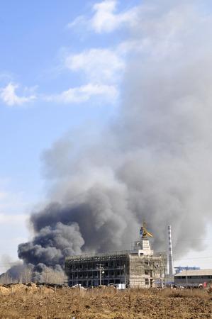 工場が燃えていた