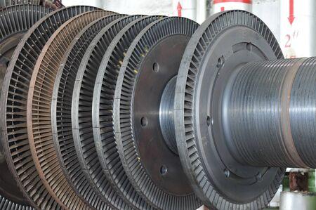 turbina: Turbina de vapor industrial en el taller
