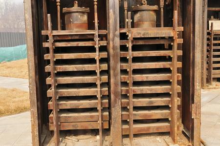 vulgar: The old machinery and equipment