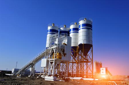 Concrete mixing silo, site construction facilities.