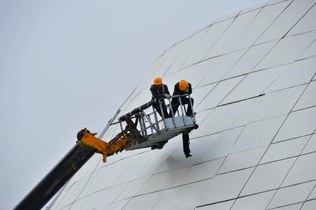 trabajadores de la construcción están trabajando