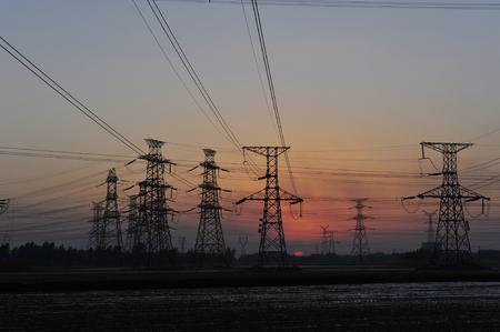 power cables: pylon