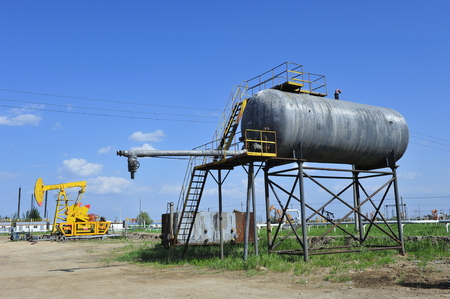 Petroleum reserve tank