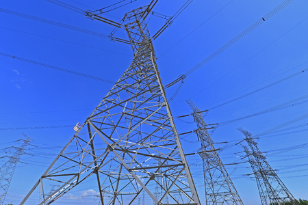 The power supply facilities of contour in the evening Imagens