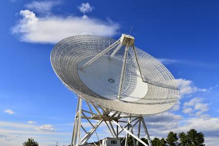 Array of satellite dishes or radio antennas against sky. Space observatory. 免版税图像 - 122677167