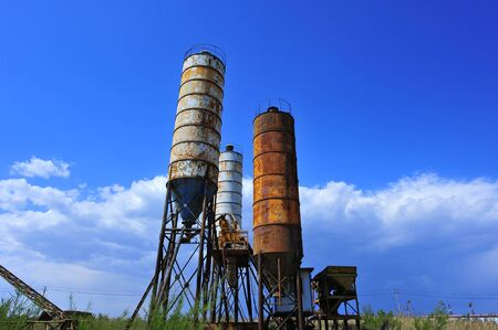 Cement mixing silo Imagens