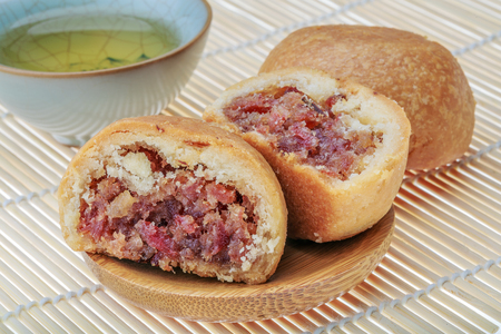moon cake with ham filling