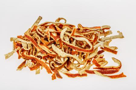 Sonnengetrocknete Mandarinenschale