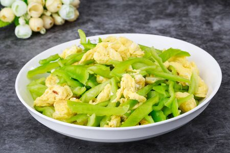 Scrambled eggs with green pepper