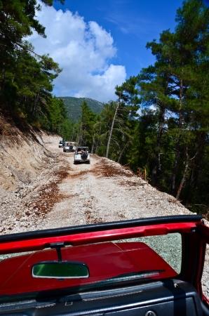 4 wheel: 4 wheel drive safari del viaje en las monta�as