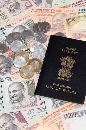 indian currency: Moneda de la India con el pasaporte Foto de archivo