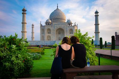 relying: Taj Mahal
