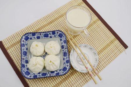 leche de soya: Alb�ndigas de la cocina tradicional y la leche de soja