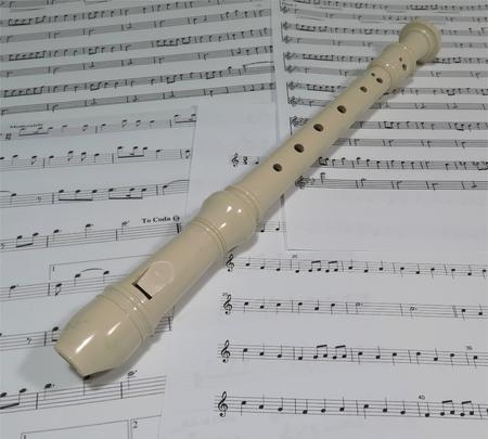 Un flauto e musica fogli