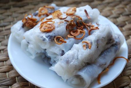 Banh cuon-Vietnamese gestoomde rijstbroodjes met gehakt.