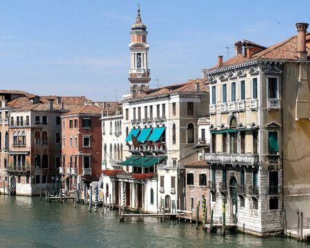 이탈리아 베니스의 거리와 수로.