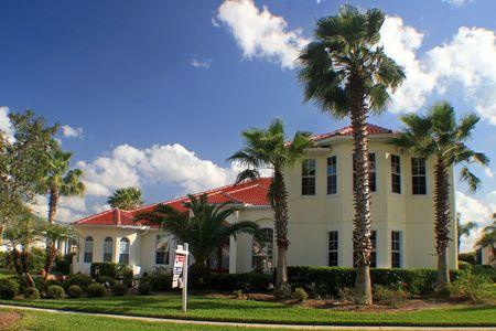 A spectacular Florida home on a nice sunny day. Stock Photo - 6898567