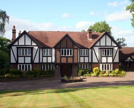 Een groot landgoed huis, Tudor stijl, in het Verenigd Koninkrijk