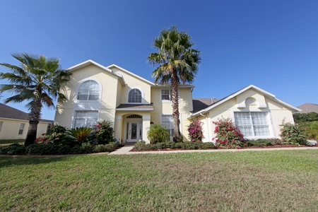 A Front Exterior of a Large Florida Home Stok Fotoğraf - 10185034
