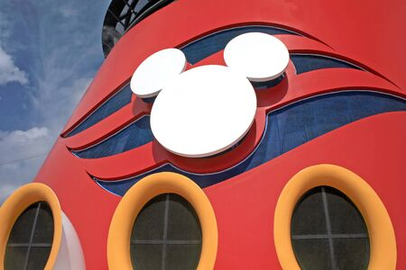 NASSAU, BAHAMAS – February 2, 2007 – The funnel of the Disney Wonder. Disney Cruise Line Mickey shaped logo. Éditoriale