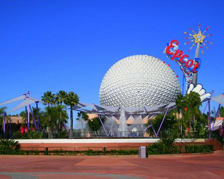 オーランド、フロリダ州 - 2006 年 1 月 31 日 - ミッキー マウスの杖で宇宙船地球 2000年の追加し、削除、エプコット ® にすぐで、2007 年にウォルト ・ ディズニー ・ ワールド 写真素材 - 42992775