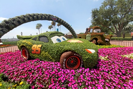 ORLANDO, FLORIDA - May 9th, 2011 - A topiary and flowers Cars display at the Epcot Flower and Garden Festival showing Lightning McQueen and Mater at Epcot, Walt Disney World. Stok Fotoğraf - 42992800