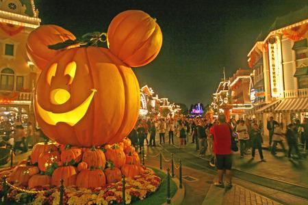 ANAHEIM, CALIFORNIE - 5 Octobre 2009 - Mickey Halloween Pumpkin dans Main Street USA à Disneyland. Banque d'images - 44270227
