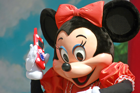 MARNE-LA-VALLEE, FRANCE - August 25, 2006 - Minnie Mouse on the phone in Walt Disney Studios Park, Disneyland Resort Paris. Stok Fotoğraf - 44782229