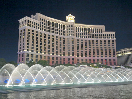 bellagio fountains: View of the Bellagio and the fountains in Las Vegas