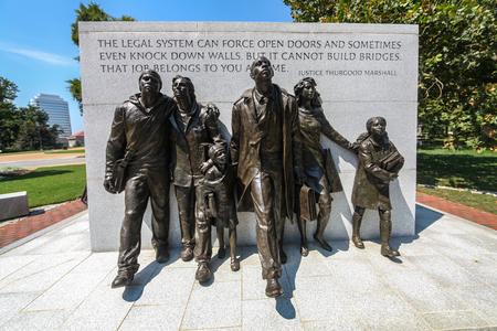 Le Virginia Civil Rights Memorial est un monument commémorant les manifestations qui ont contribué à la déségrégation scolaire dans l'État de Richmond, en Virginie. Banque d'images - 77360323