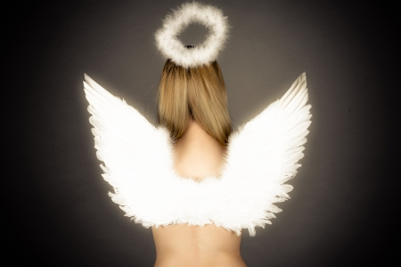 fille avec des ailes d'ange et nimbus Banque d'images - 20106944