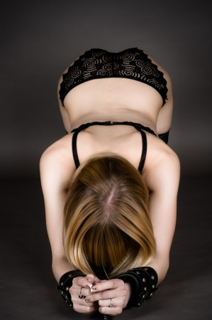 esclavo: hermosa mujer en el papel de un arco de esclavos