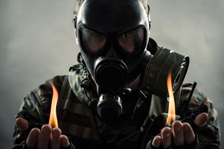 mascara de gas: el hombre del futuro post nuclear