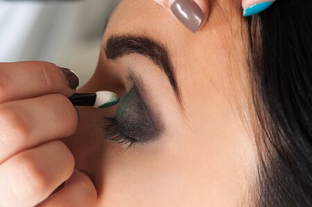 eyelids: professional makeup artist impose eyeshadow Stock Photo
