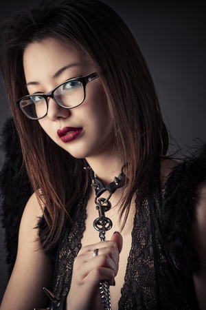 초상화 가죽 끈에 아름 다운 노예 소녀 스톡 콘텐츠