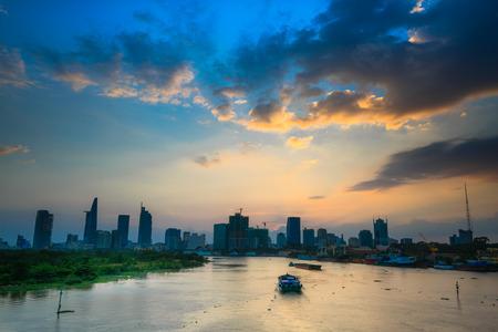 Zonsondergang op de rivier de Saigon