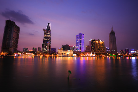 Ho Chi Minh-stad 's nachts Redactioneel