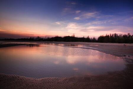夕日のイメージでビーチで砂します。 写真素材