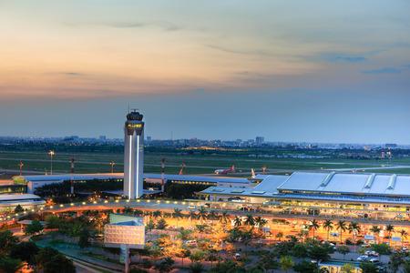 Vietnam Ho Chi Minh-stad 13 mei 2015: de internationale luchthaven van de internationale luchthaven Tan Son Nhat is de internationale luchthaven in het zuiden van Vietnam Stockfoto - 41298188