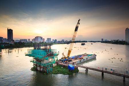 beton: Hochiminh City Vietnam June 3 2014: the construction Workers steel and beton pier for metro lines crossing the Saigon River