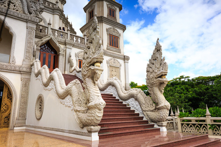 recluse: Ho Chi Minh City, Vietnam - July 2, 2015: Dragon is the familiar image of Temples in Vietnam and Asia Editorial